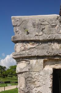 Visage taillé dans la pierre